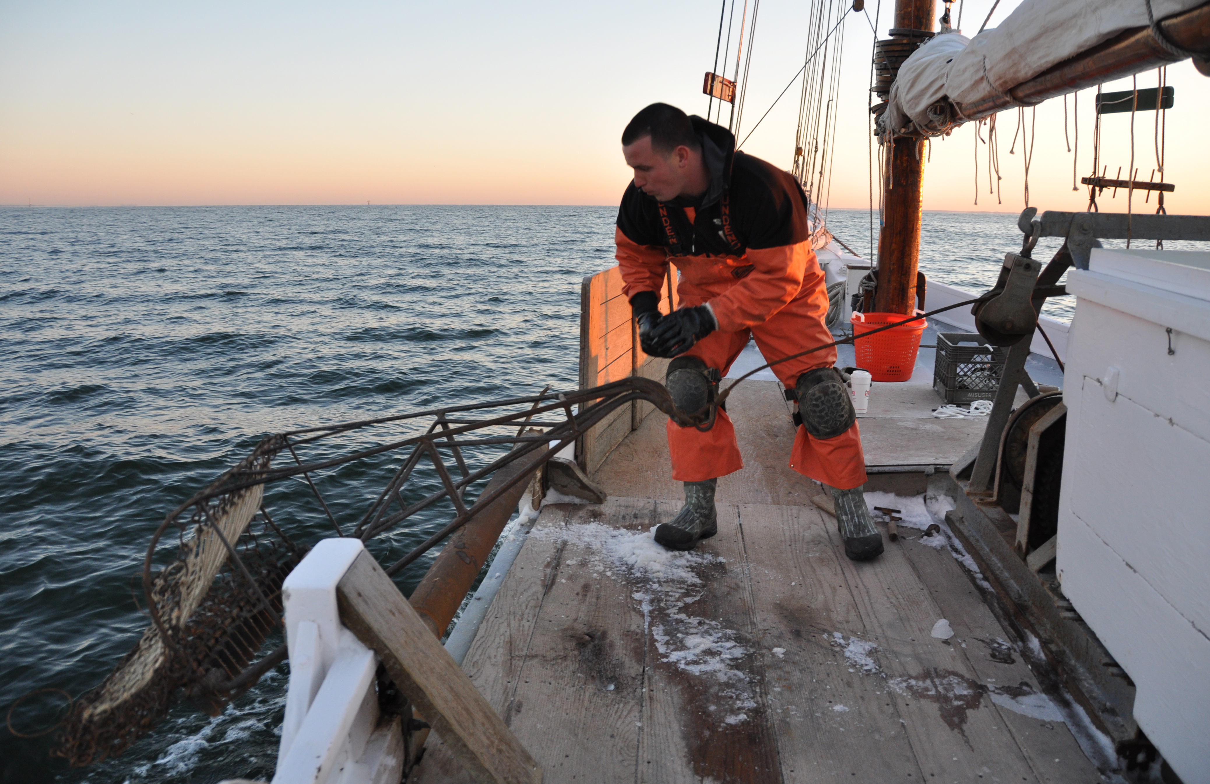 Dredging for oysters on a Chesapeake Bay skipjack, photo by multimedia journalist and environment reporter Pamela Wood.