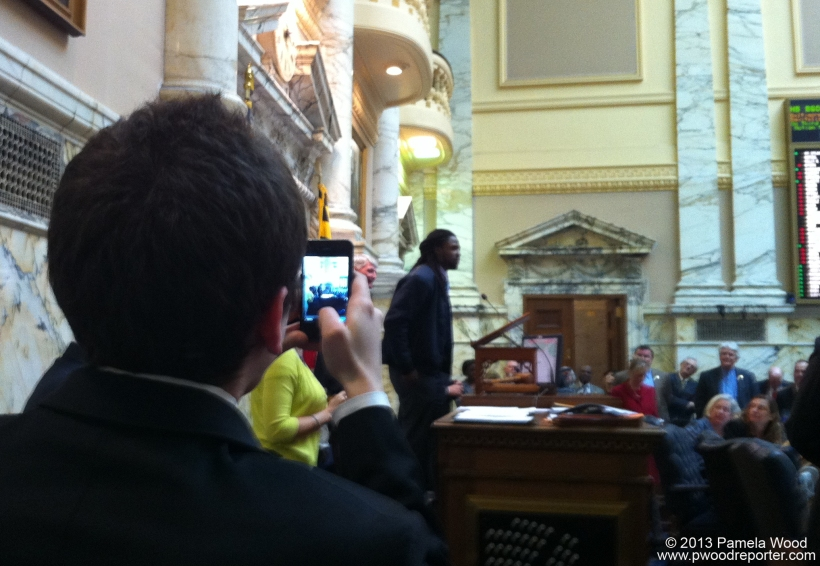 Baltimore Ravens wide receiver Torrey Smith addresses the Maryland House of Delegates.